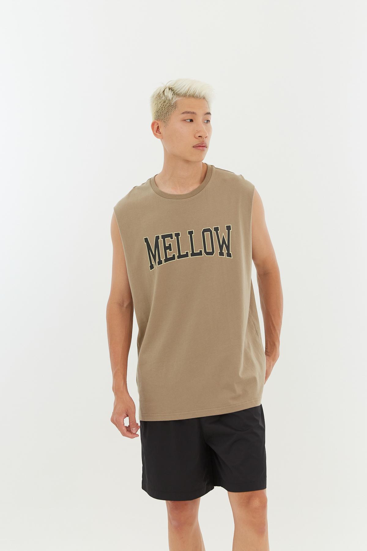 美式字母寬肩背心(UNISEX)-Mellow